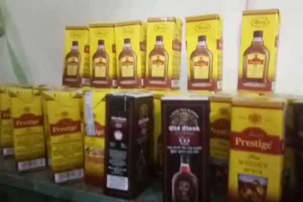 82-liquor-packets-are-seized-during-vehicle-testing