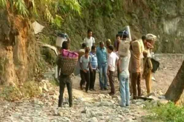 election-staff-trekking-10-kms-with-votoing-machines-in-west-bengal