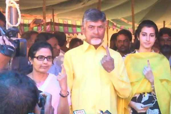 chandrababu-naidu-and-his-family-members-casts-their-vote-in-undavalli-village