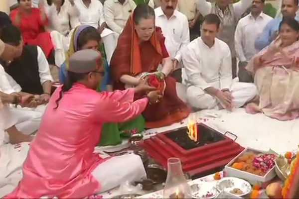 sonia-performs-special-pooja-with-hawan-before-nomination