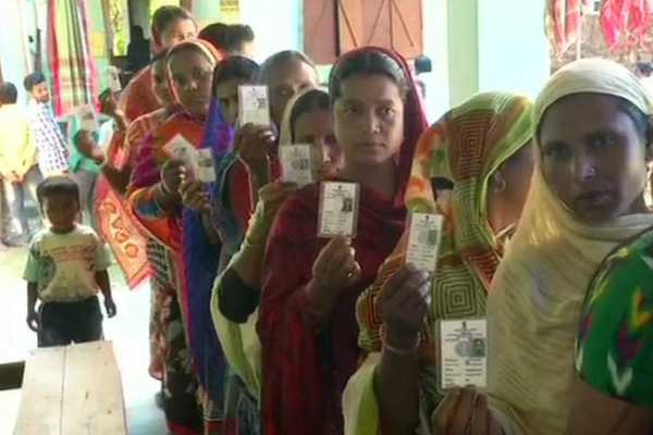 coochbehar-the-people-in-queue-in-dinahata-sub-division-are-voting-as-indian-citizens-for-the-first-time