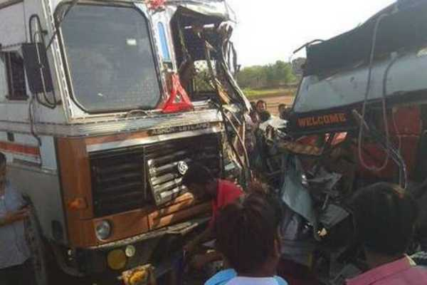 six-die-as-lorry-and-minivan-collide-in-anantapur-andhra-pradesh