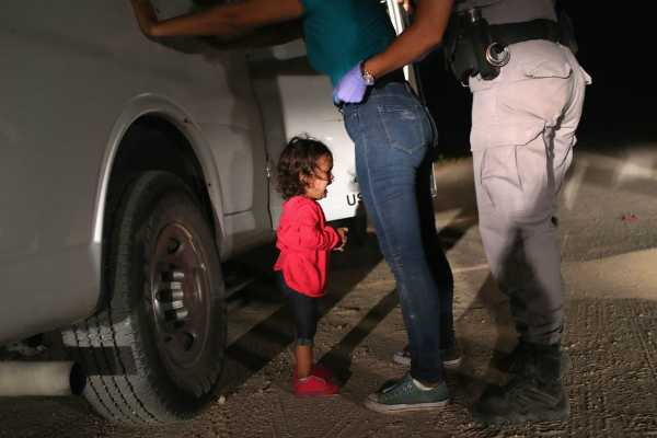 image-of-crying-toddler-on-us-border-wins-world-press-photo-award