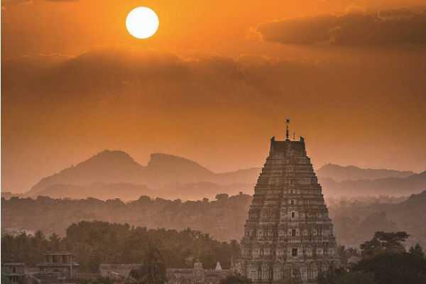 siva-lingam-in-chithirai-s-sun-light