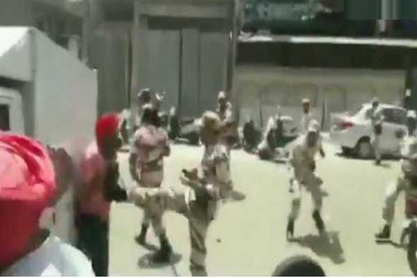 security-forces-pelt-stones-at-protesters-in-delhi-s-mayapuri