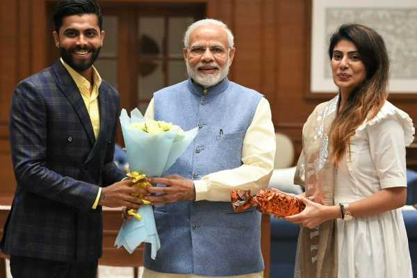 ravindra-jadeja-s-wife-joins-bjp-but-his-father-and-sister-join-congress