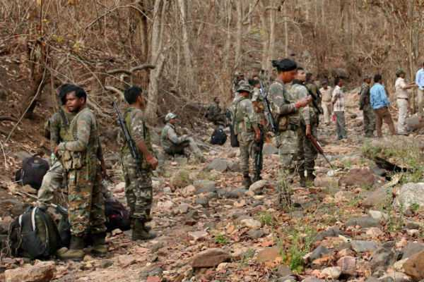jharkhand-3-naxals-killed-in-early-encounter