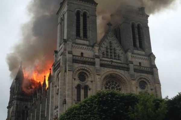 fire-rages-at-iconic-cathedral-in-paris