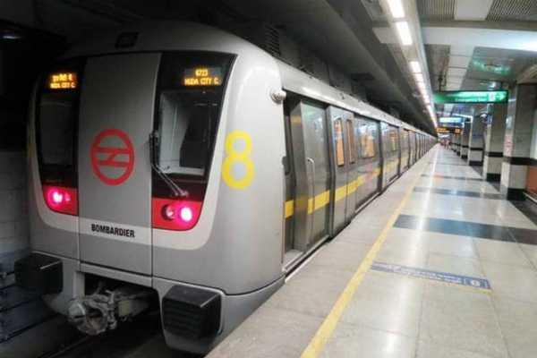 with-saree-stuck-in-metro-train-door-delhi-woman-gets-dragged-on-platform