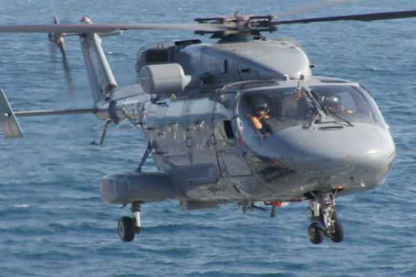 navy-helicopter-landed-in-sea