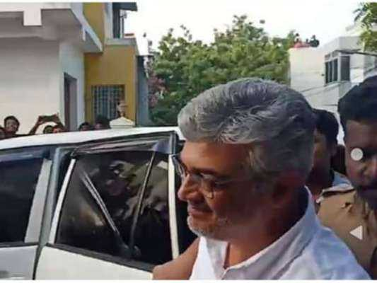 actor-ajith-kumar-castes-his-vote-with-wife-shalini