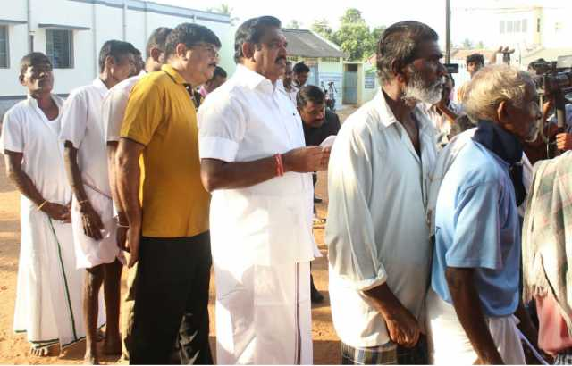 cm-palaniswami-turns-up-to-vote-at-salem-booth
