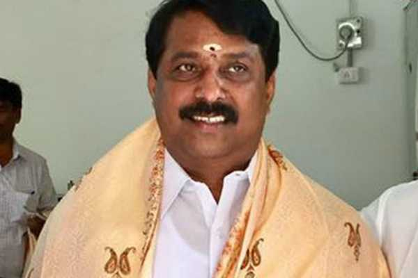 nayinar-nagendran-cast-his-vote