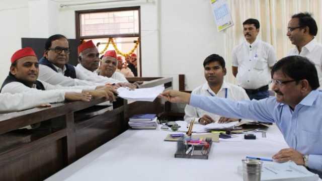 akhilesh-yadav-files-nomination-from-azamgarh
