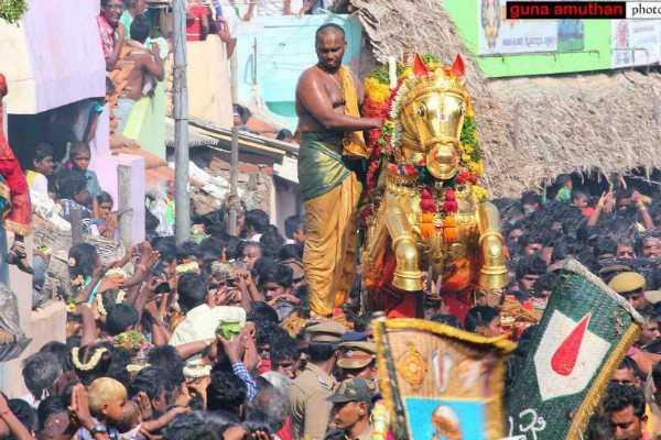 madurai-festival-kallazhagar-appears-in-vaigai-river