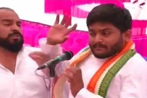 hardik-patel-slapped-during-rally-in-gujarat