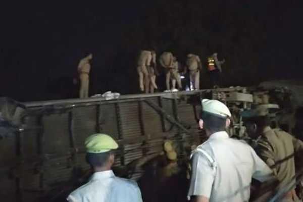 5-injured-as-10-coaches-of-delhi-bound-train-derail-near-kanpur