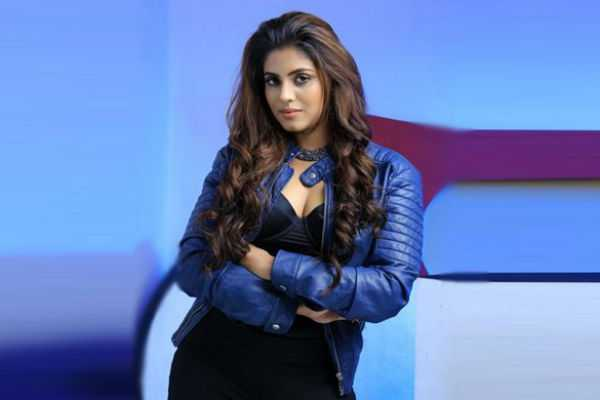iniya-act-as-police