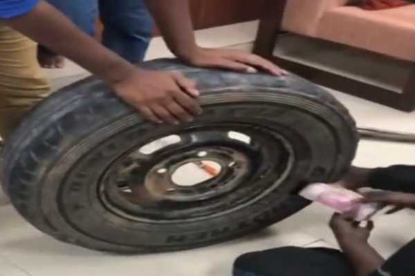 it-department-seizes-rs-2-3-crore-from-spare-tyre-of-car-heading-to-shivamogga-bhadravati