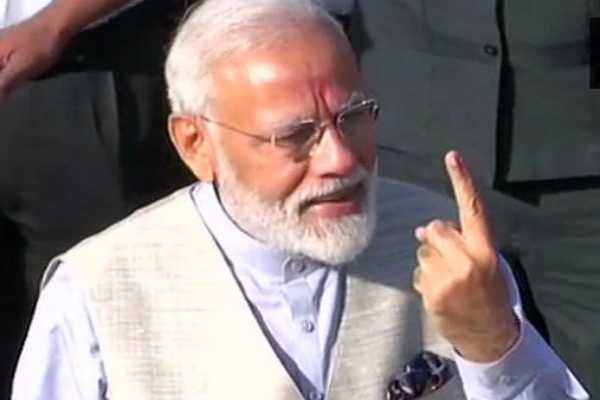 pm-modi-cast-his-vote-at-ranip-ahmedabad