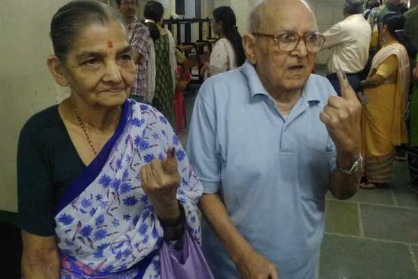 maharashtra-a-senior-citizen-couple-cast-their-votes-at-a-polling-booth-in-pune