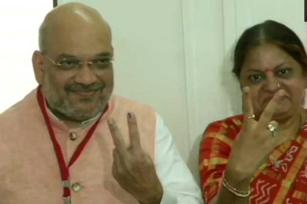 gujarat-bjp-president-amit-shah-cast-his-vote-at-polling-booth-in-naranpura-sub-zonal-office-in-ahmedabad