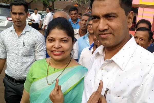 chhattisgarh-cm-bhupesh-baghel-goa-chief-minister-pramod-sawant-casting-their-votes