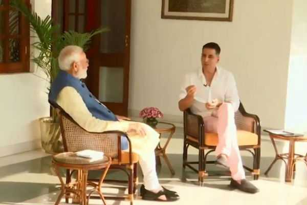never-thought-to-be-a-pm-narendra-modi-interacts-with-akshay-kumar