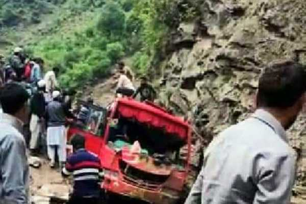5-killed-9-injured-as-boulder-hits-bus-after-landslide-in-kashmir