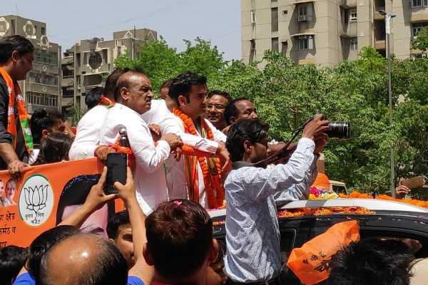 case-against-bjp-s-gautam-gambhir-for-election-rally-without-permission