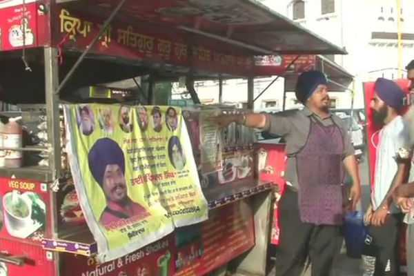 burger-vendor-is-contesting-as-an-independent-from-the-ludhiana