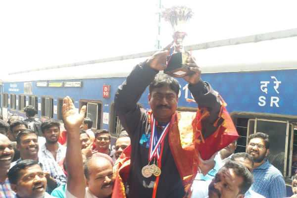 manimaran-won-silver-medal-in-asian-games-great-welcome-in-trichy