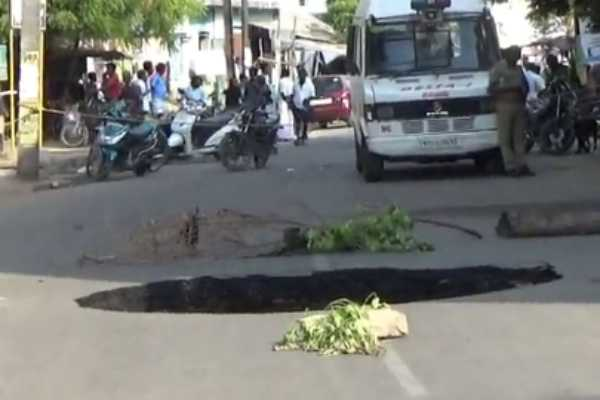 sudden-pit-in-the-middle-of-the-road-people-shocked