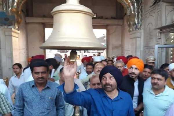 sunny-deol-prays-at-golden-temple-before-filing-nomination