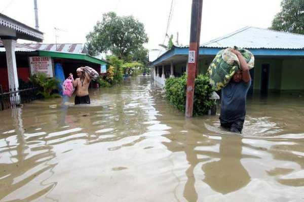 indonesia-floods-kill-at-least-31-thousands-displaced