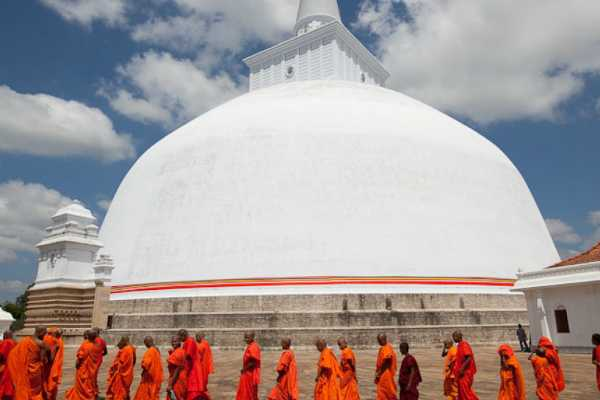 sri-lankan-intelligence-warns-of-attacks-on-buddhist-temples-by-female-bombers