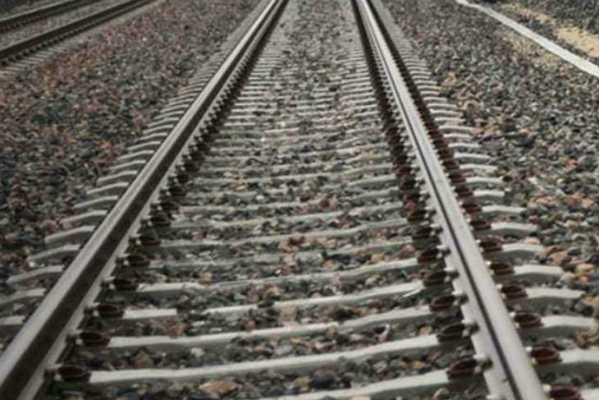 3-teens-taking-selfies-jumped-to-avoid-train-hit-by-another-in-haryana