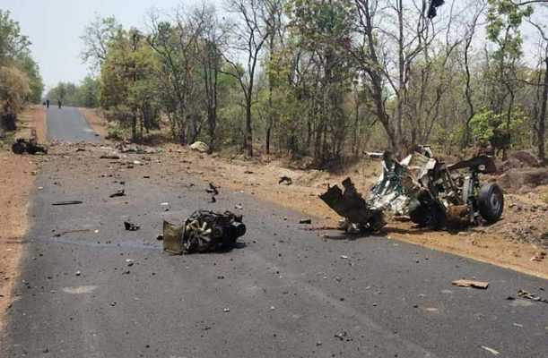 naxal-attack-in-maharastra-15-security-persons-killed