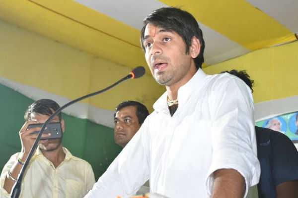am-second-lalu-in-bihar-tej-pratap-yadav-claiming-himself-in-a-rally