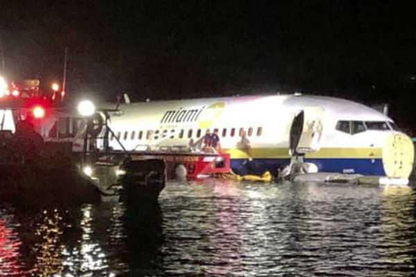 florida-passenger-plane-landing-in-the-river