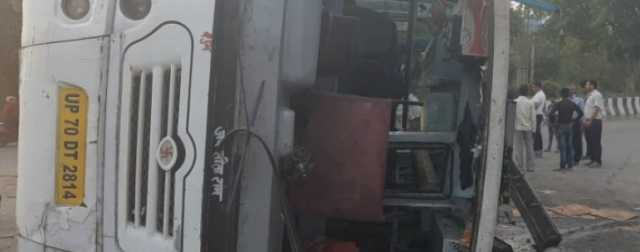 several-hurt-as-bus-with-42-women-passengers-overturns-in-noida