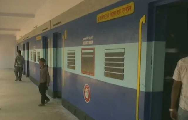 unique-train-coach-look-makes-polling-booth-140-centre-of-attraction-in-hazaribagh