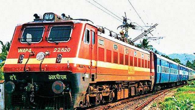 hundreds-miss-neet-exam-in-karnataka-as-train-runs-late