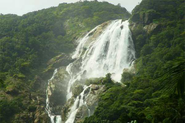 amazing-dudhsagar-waterfall