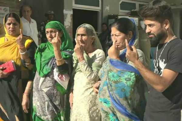 kashmiri-pandits-cast-their-votes-at-a-special-polling-station-in-udhampur-for-anantnag-parliamentary-constituency
