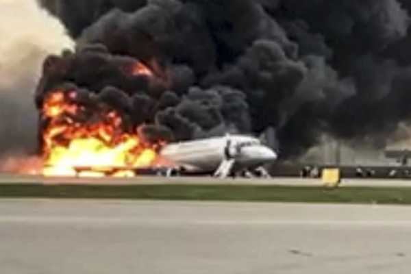 lightning-caused-deadly-plane-landing-that-killed-41-in-russia-says-pilot