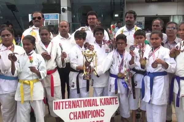 gold-winners-from-tamil-nadu-in-international-karate-competition