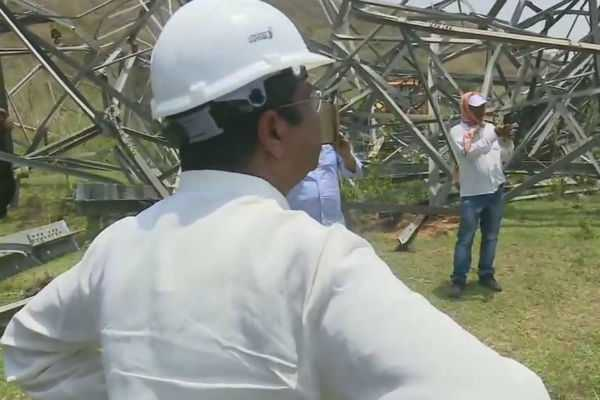 union-minister-dharmendra-pradhan-visits-chandaka-area-in-bhubaneswar-to-review-restoration-of-the-power-grid-damaged-due-to-cyclonefani
