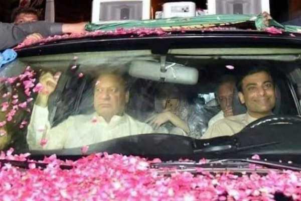 an-amazing-scene-nawaz-sharif-on-lahore-roadshow-as-he-returns-to-jail