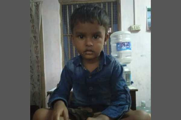 3-year-old-boy-is-entrusted-to-parents